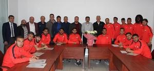 Nevşehirsporlu futbolculardan Birlik Vakfı Başkanı Leblebici'ye ziyaret