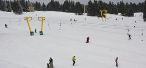Uludağ kayak merkezinde kar kalınlığı bir metrenin üstünde