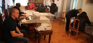 Bulgaristan vatandaşları oylarını kullanıyor