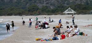 Sıcak hava Fethiye'de sahilleri hareketlendirdi