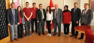 Simav Gençlik Merkezi, 'solo o ses yarışması ve şiir okuma yarışması'nda il birincisi oldu