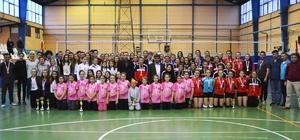 Bozüyük Belediyesi İdman Yurdu Spor Voleybol Takımı kupaları topladı