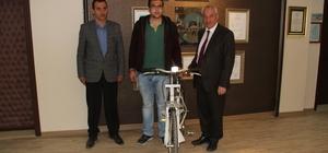 Başkan Karayol başarılı öğrencileri ödüllendiriyor