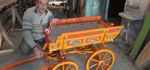 Havranlı atlı araba ustası minyatür atlı araba üretmeye başladı