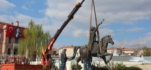 Fatih'in heykeli, Selimiye'nin önünde