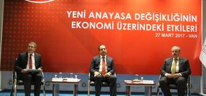 """""""Yeni Anayasa Değişikliğinin Ekonomi Üzerindeki Etkileri"""" paneli"""