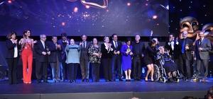 Türk tiyatrosunun duayen isimleri Beyoğlu'nda onurlandırıldı