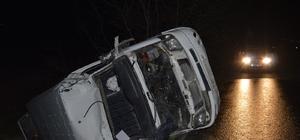 Manisa'da işçileri taşıyan minibüs devrildi: 11 yaralı