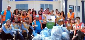 Gönüllü gençler kampüste çevre temizliği yaptı