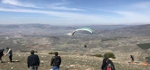 Yamaç paraşütçüleri en uzak mesafeye uçmak için yarışacak