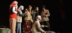 Salihli'de tiyatro gününe özel oyun sergilediler