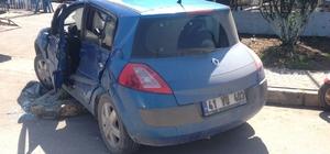 Manevra yapan otomobile, TIR çarptı: 1 yaralı