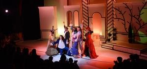 AŞT Dünya Tiyatrolar Günü'nü sahnede kutladı