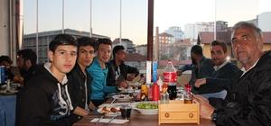 Bilecikspor futbolcuları maç sonrası moral yemeğinde bir araya geldi