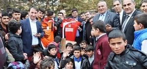 Keçiören Belediyesinden spor kulübüne malzeme yardımı