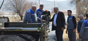 Büyükşehir'den Bozhöyük ve Zümrütova'ya sıcak asfalt