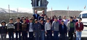 Öğrenciler, şehitlik anıtını ziyaret etti