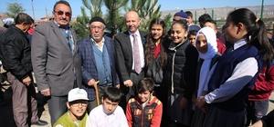 Başkan Çolakbayrakdar, daha yeşil bir Kocasinan için ağaç dikti