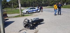 Motosiklet Otomobile çarptı: 2 yaralı