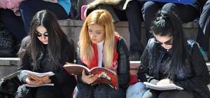 Yozgat'ta 30 dakika boyunca meydanda kitap okundu