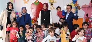 Bakan Kaya, Tuzla Belediyesi Gönül Elleri Çarşısını ziyaret etti