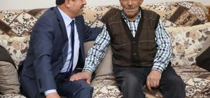 Başkan Karabacak yaşlı seçmene araç tahsis edecek