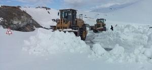 Kardan kapanan Erzurum - Tekman yolu açılıyor