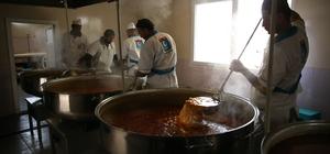 Suriye'deki kamplara sıcak yemek
