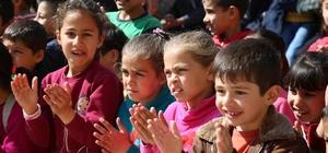 Suriyeli ve Türk öğrencilerin uyumu için sirk gösterisi düzenlendi