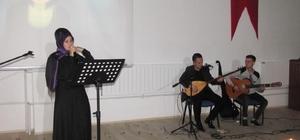 Üniversite öğrencilerinden türkü gecesi ve şiir dinletisi