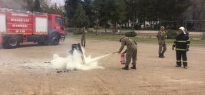 Askerlere yangın söndürme eğitimi