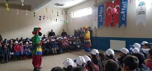 Karayazılı çocuklar tiyatroyla tanıştı