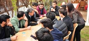 Başkan Çalkaya, 16 Nisan'ı gençlerle konuşuyor