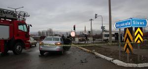 Servis minibüsü ile otomobil çarpıştı: 9 yaralı