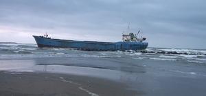 Tarama gemisi dalgalar nedeniyle karaya oturdu