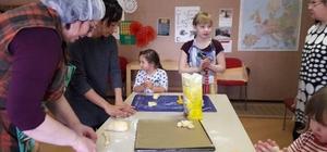 Dünya Diyarbakırlı çocuklar için pişirdi