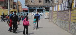 Silopi'de polisler ve çocuklar futbol oynadı
