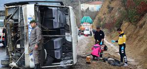 Kütahya'da midibüs devrildi: 1 ölü, 9 yaralı