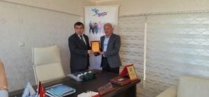 Beyşehir'de eğitime destek verenlere plaket