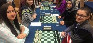 Lüleburgaz Lisesi Kız Satranç Takımı Türkiye Satranç Şampiyonası'na hazırlanıyor