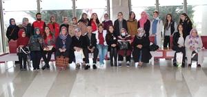 Elazığ'da üniversite öğrencileri, kanser hastalarını ziyaret etti