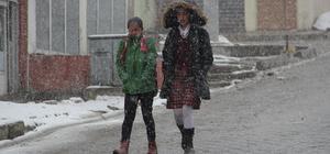 Kar yağdı, sürücüler mahsur kaldı