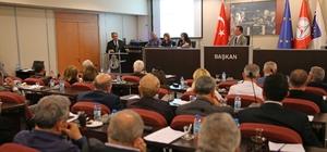 Faaliyet raporuna AK Partili, CHP'li meclis üyelerinden onay