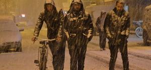 Ağrı'da etkili olan kar yağışı ulaşımı aksattı