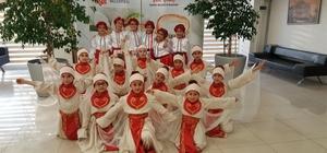 Yaşlısı genci Türk halk dansı öğreniyor