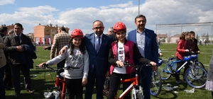 Kartepeli çocuklar bisikletlerine kavuştu