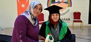 Huzurevi sakinleri cüppe giydi, diploma aldı