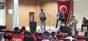 Kulplu öğrenciler polise moral programı düzenlendi