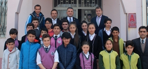 Kaymakam Çınar, başarılı öğrencileri ödüllendirdi