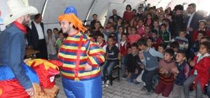 Depremzede öğrenciler tiyatro ve eğlence ile moral buldu